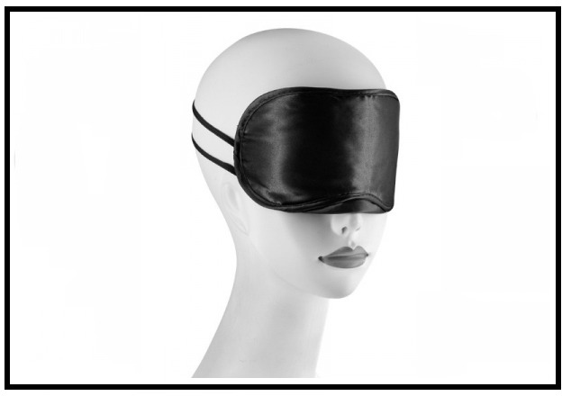 Un masque pour bander les yeux de votre femme