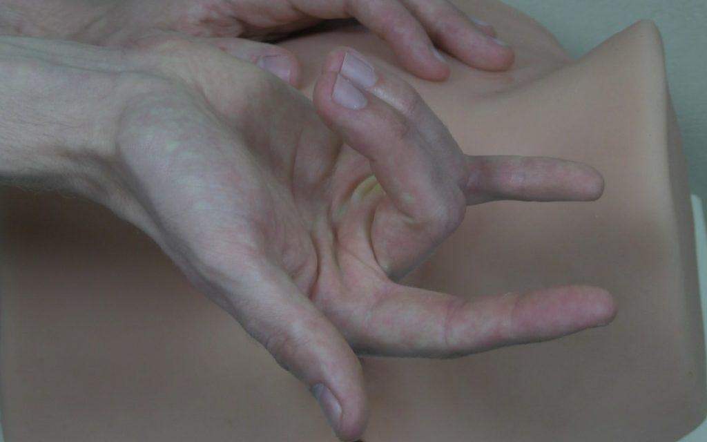 Le placement des doigts dans la technique des cornes de taureau
