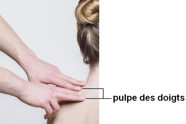 On masse avec la pulpe des doigts