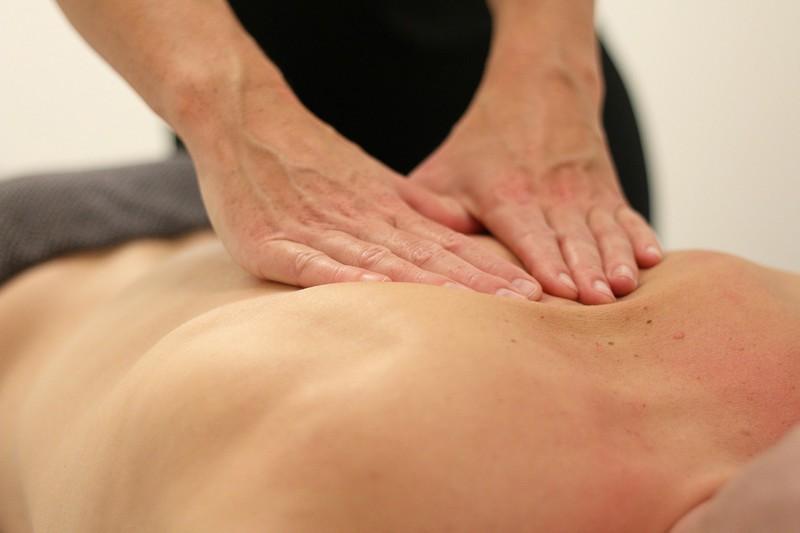 Comment placer ses mains lors d'un massage tantrique